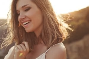 Beautiful woman smiling-img-blog